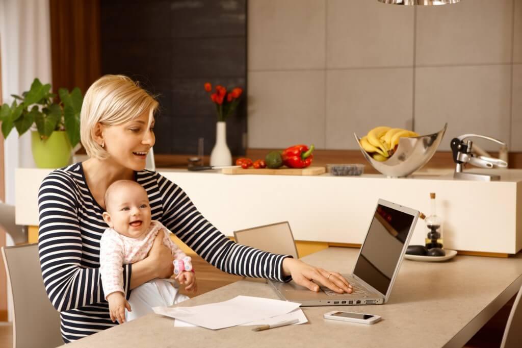Anne ve Babalara Bebeği Okula Başlayana Kadar İzin